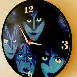 KISS - CREATURES OF THE NIGHT 12 IN WALL CLOCK